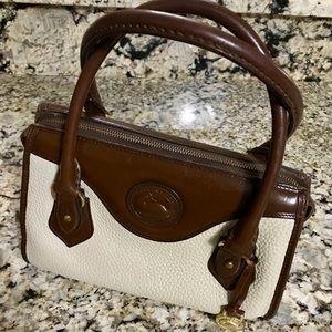 ***Dooney & Bourke shoulder/ handbag 👜 ***